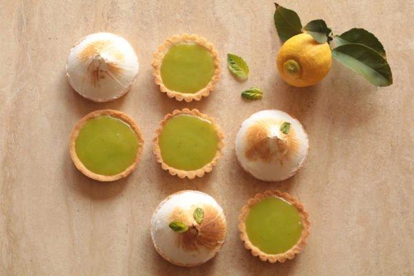 Pie de limón y albahaca
